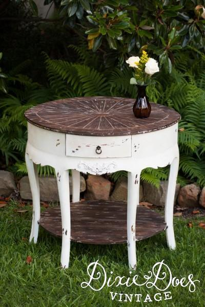 Round Wedding Cake Or Display Table